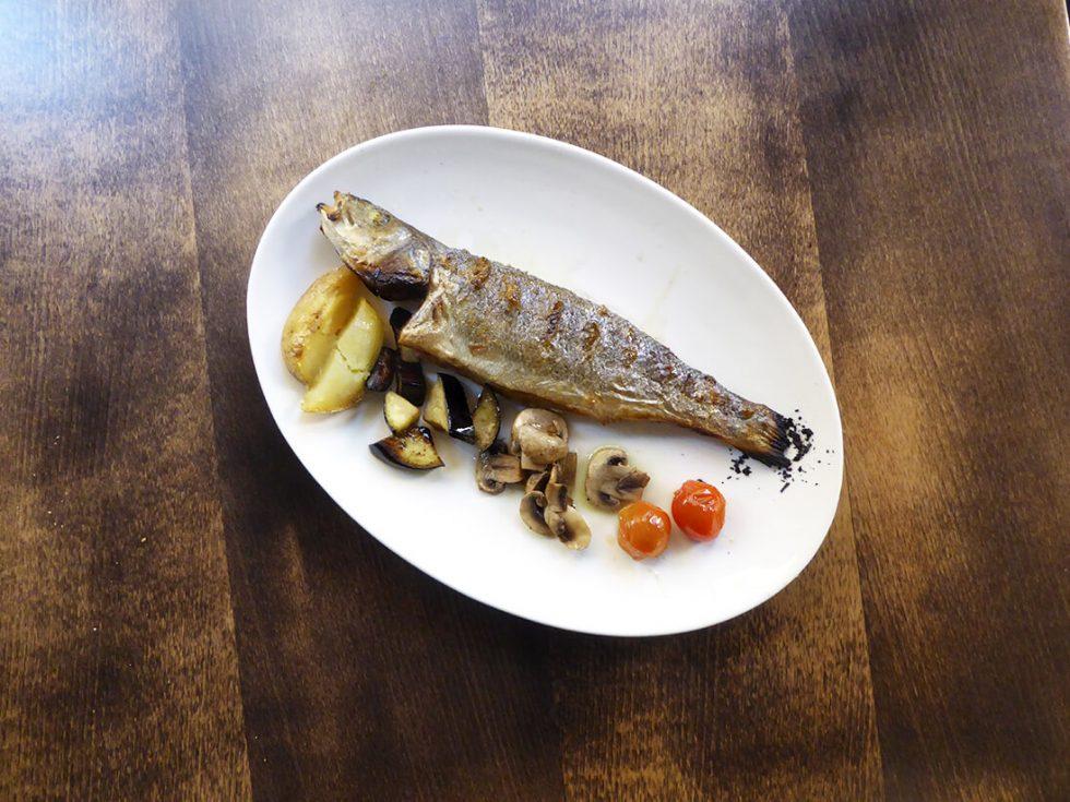 pescado a la brasa en el Sant Pere 70